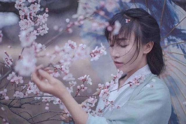 Li Ziqi, peach blossom, Hanfu, white
