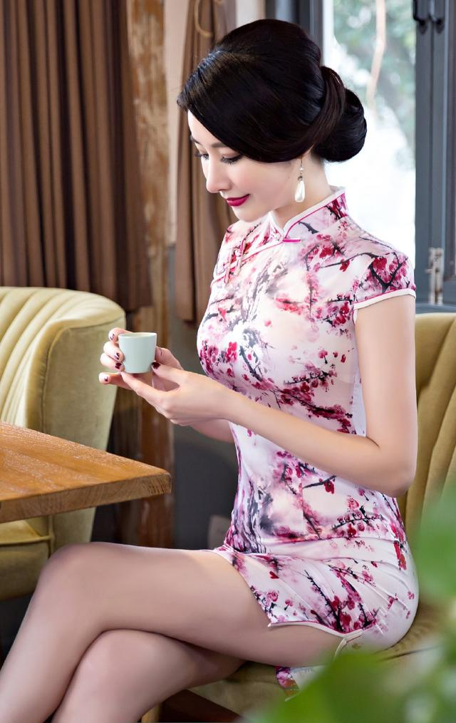 Short cheongsam dress with Plum blossom, Chinese style