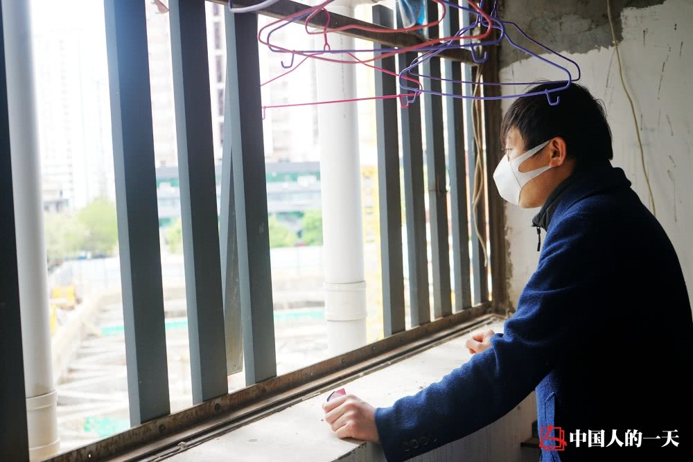 Looking out the window, Junjie Wu recalled the day of blocking city